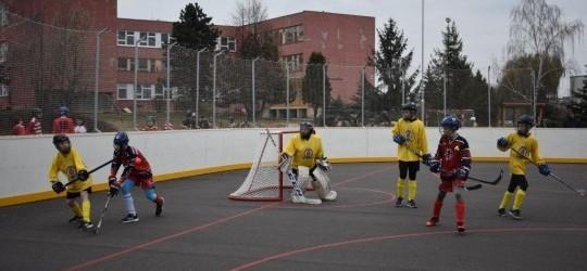 Hokejbalové ihrisko v Slovenskej hokejbalovej extralige sme pokrstili ako sa patrí – dvomi výhrami