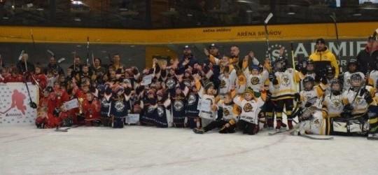 Víťazom hokejového turnaja druhákov v Aréne Sršňov Magna cup sa stali chlapci z MHC 46 Bardejov – gratulujeme!