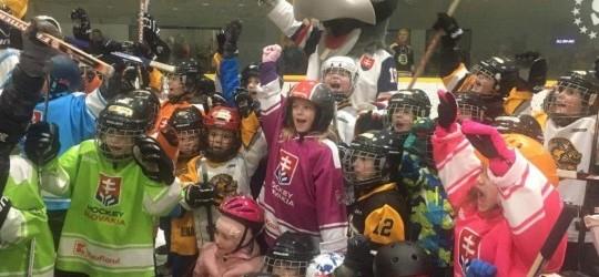 Celoročný nábor detí na učenie základov korčuľovania ahokej