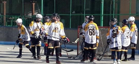 Počas tohto víkendu naši chlapci v kategórii U14 odohrali prvé kolo jarnej časti slovenskej hokejbalovej extraligy